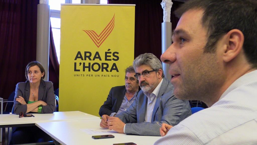 Pep Andreu (esquerra) i Josep Maria Roigé (dreta) en representació de l'AMI