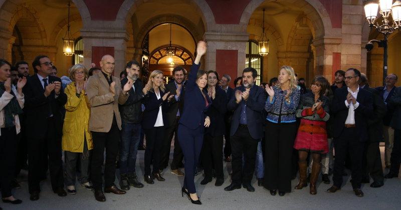 Concentració suport Carme Forcadell davant del PArlament  1045#Joan Manuel Ramos Fernandez