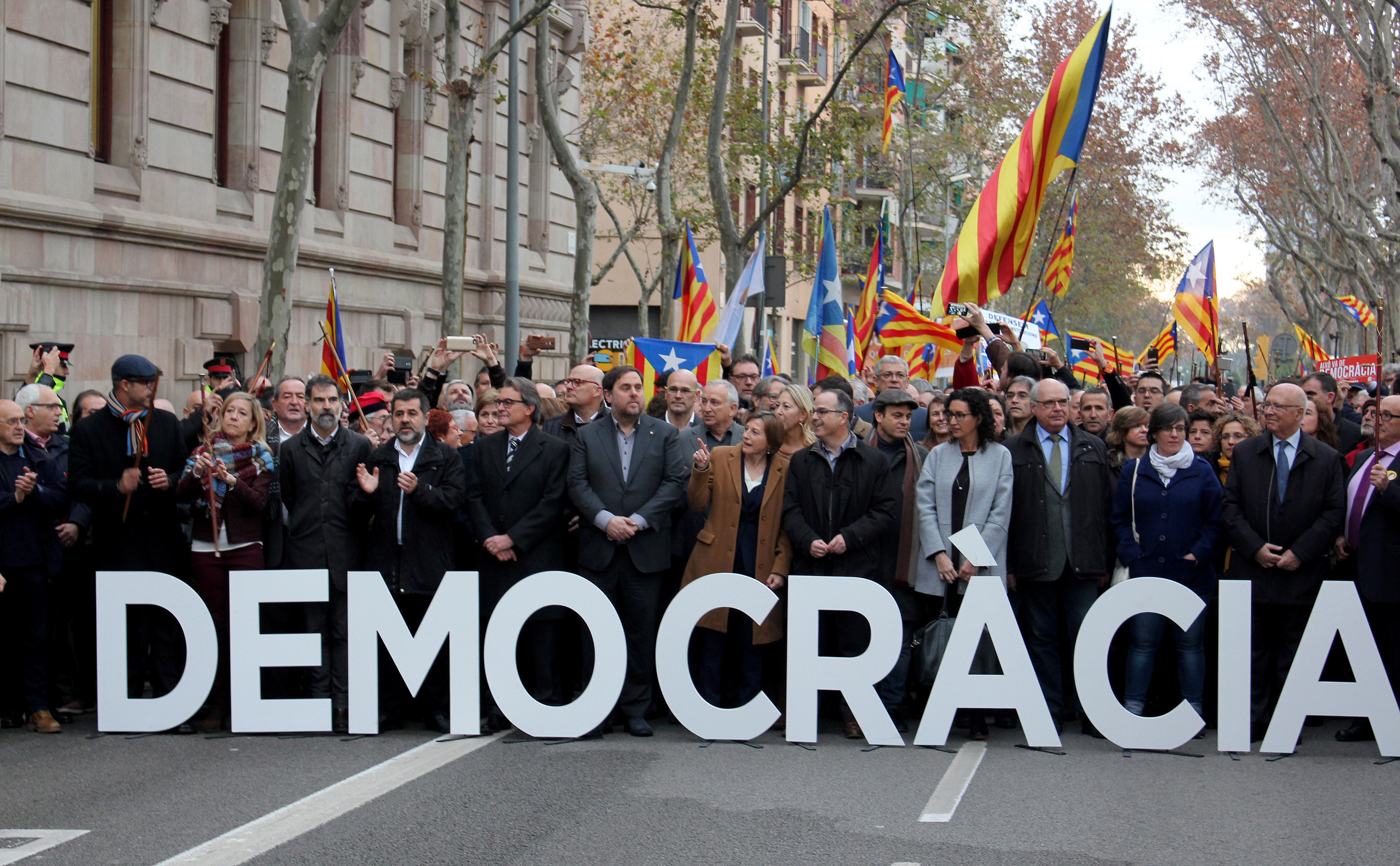 Manifestació de suport a la presidenta Carme Forcadell